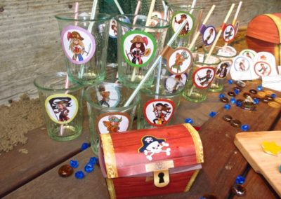 A Treasure Hunt - product pirate and mermaid decoration of straws and glasses
