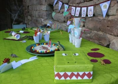 A Treasure Hunt - Dinosaur - Dinosaur table