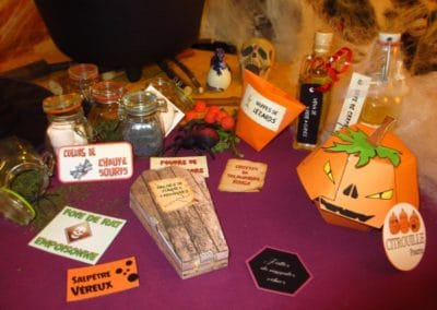 A Treasure Hunt - Halloween - Candy boxes to build