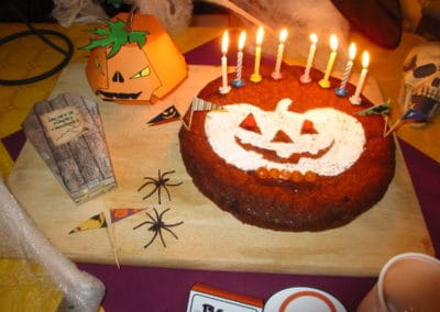A Treasure Hunt - Halloween - Cake stencil and decoration