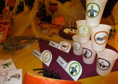 A Treasure Hunt - Halloween - Glasses decoration and name-tags for table